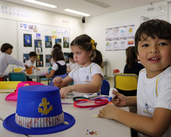 Oficina  Os chapéus mágicos de Babi Alunos do Infantil I produzem chapéus  personalizados 3be3ee9b04f